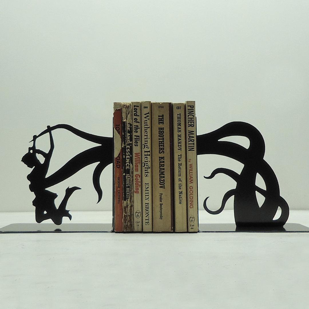 Bijzondere boekensteunen van Knob Creek Metal Arts