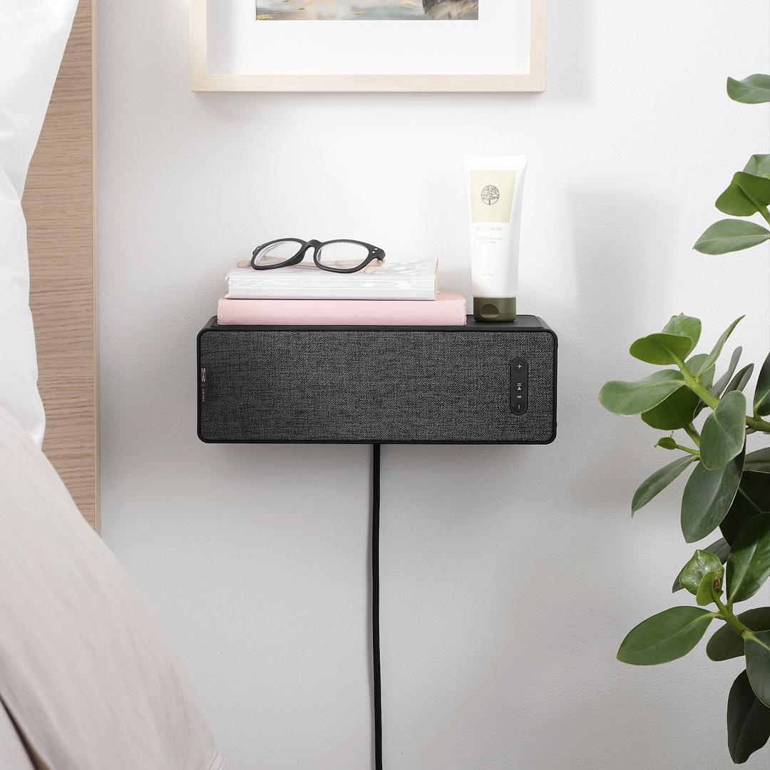 Een Sonos speaker als boekensteun van Ikea