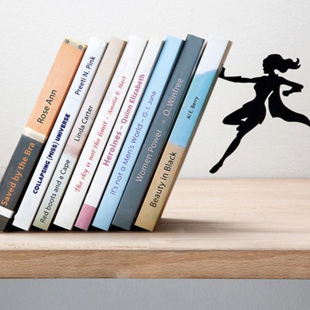 De boekensteun die je een handje helpt (Artori Design, Supergirl)