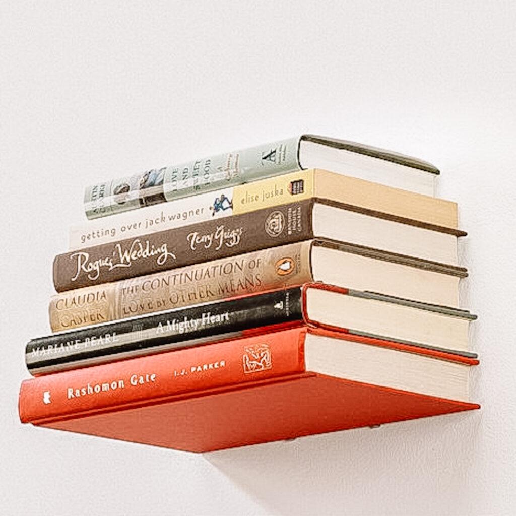 Wooncadeaus: zwevende boekenplank