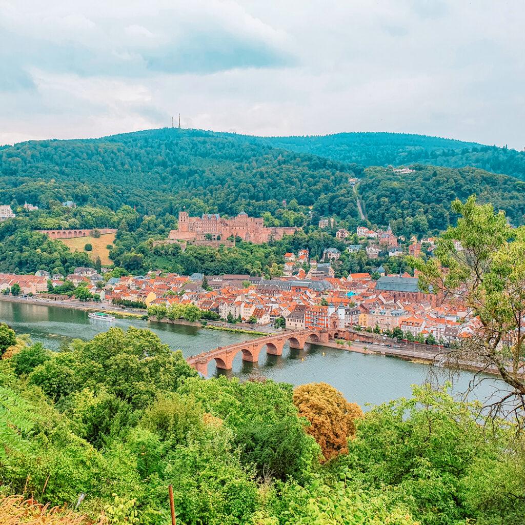 Wandelen door Heidelberg met uitzicht op het kasteel